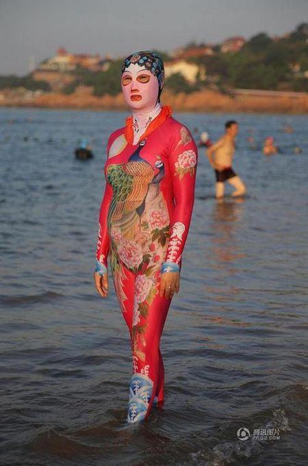 Khong the roi mat truoc nhung bo bikini cuc doc nay - Anh 3