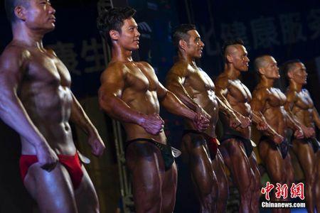 Dan nguoi dep mong cong, bung san thi tai o Trung Quoc - Anh 6