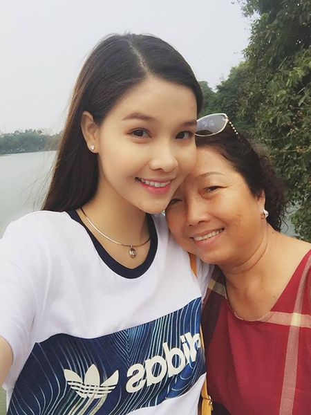 Sao Viet 8/9: Mie mac sexy khoa moi ban trai, Kha Ngan bi nham... khong mac ao - Anh 9