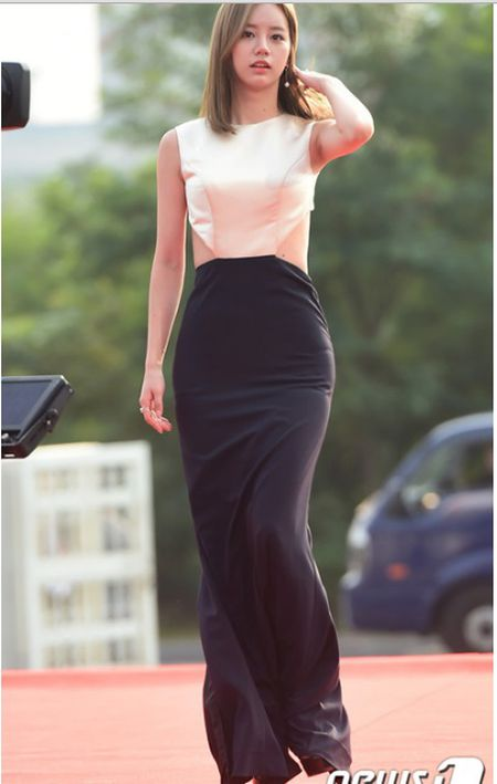 Kpop style 8/9: Min Ah, Hyeri dua nhau khoe lung tran sexy - Anh 1