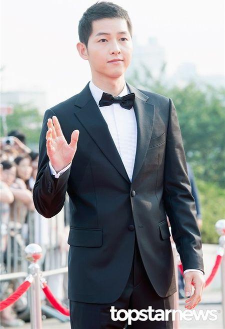 Kpop style 8/9: Min Ah, Hyeri dua nhau khoe lung tran sexy - Anh 5