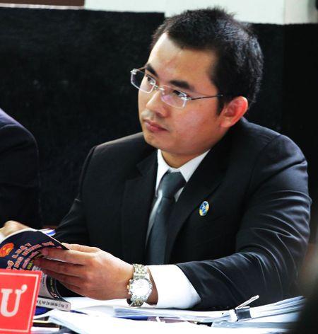 Luat su bao chua cho Vo Van Minh vang mat tai toa vi ban di an cuoi - Anh 1