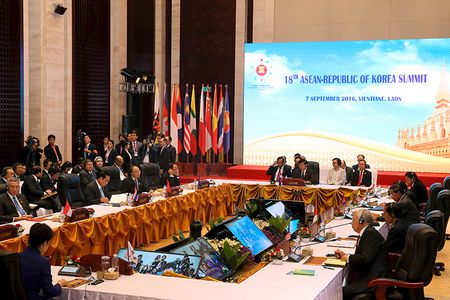 Thu tuong du Hoi nghi cap cao ASEAN 29 va ASEAN+1: Viet Nam mong ASEAN va Trung Quoc tuan thu UNCLOS - Anh 3
