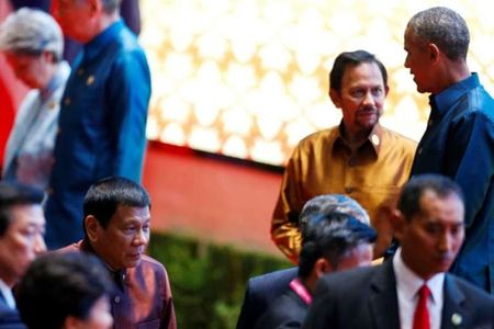 Ong Obama noi gi voi Tong thong Philippines Duterte sau khi bi lang ma? - Anh 1