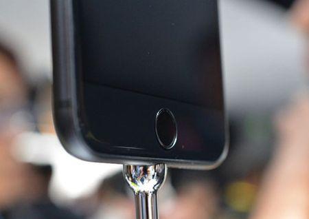 Cung chiem nguong bo doi iPhone 7, 7 Plus vua trinh lang. - Anh 5