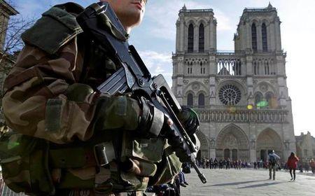 Phap pha vo am muu khung bo bang bom ga giua Paris - Anh 1