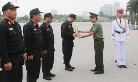 Canh sat co dong Ha Noi trien khai mo hinh to chuc bo may moi - Anh 1