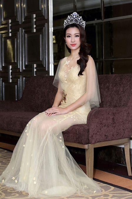 Hoa hau My Linh dep nao long trong lan dau di su kien hau dang quang - Anh 5