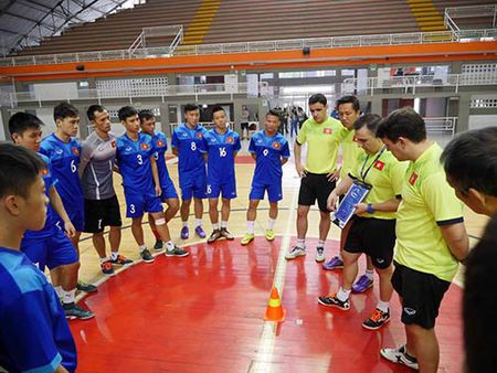 DT futsal VN duoc an ngon, tap sung truoc World Cup - Anh 4