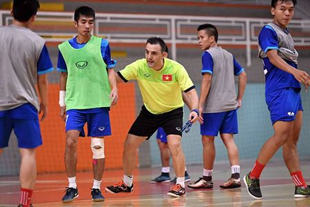 DT futsal VN duoc an ngon, tap sung truoc World Cup - Anh 6