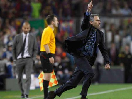 Pep – Mourinho dai chien: Cuoc dau tri co mot khong hai - Anh 2