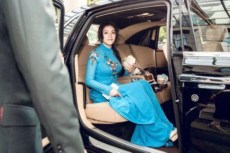 Ly Nha Ky mac ao dai duyen dang gap Tong thong Phap - Anh 1