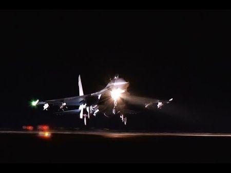 Tiem kich Su-27 xuat kich, danh chan muc tieu gan Crimea - Anh 1