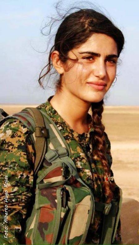 'Angelina Jolie cua nguoi Kurd' hi sinh khi chien dau chong IS - Anh 2