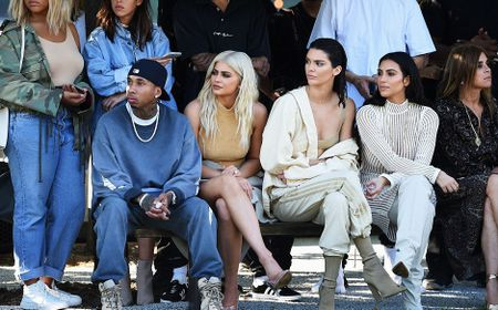 Chi em nha Kim Kardashian do sac hut hon khi di xem thoi trang - Anh 6
