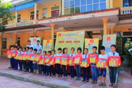 Ton Hoa Sen: Cung em di hoc tai 63 tinh thanh - Anh 1