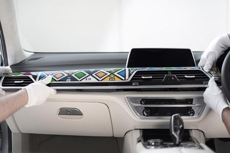 Nu nghe nhan 81 tuoi sang tao BMW 7 Series by Esther Mahlangu - Anh 8