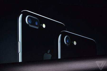 iPhone 7 va iPhone 7 Plus ra mat: 2 camera, chong nuoc, gia tu 649 USD - Anh 1