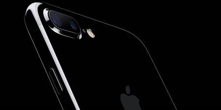 iPhone 7 Jet Black rat de xuoc, Apple khuyen dung op lung - Anh 1