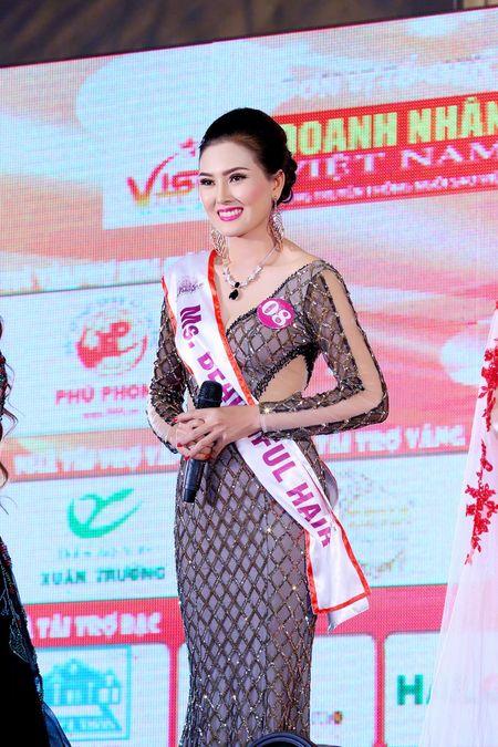 Kim Thoa bat ngo dang quang Hoa hau doanh nhan The gioi nguoi Viet 2016 - Anh 2