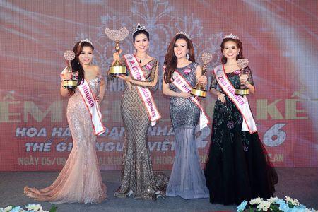 Kim Thoa bat ngo dang quang Hoa hau doanh nhan The gioi nguoi Viet 2016 - Anh 4