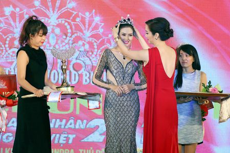 Kim Thoa bat ngo dang quang Hoa hau doanh nhan The gioi nguoi Viet 2016 - Anh 6