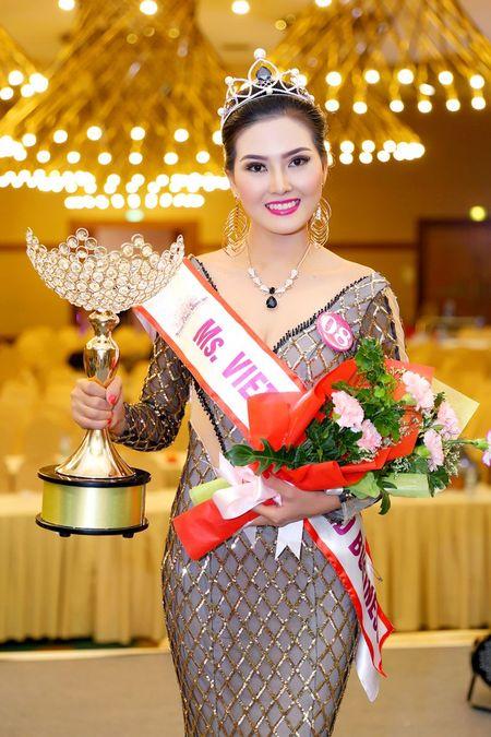 Kim Thoa bat ngo dang quang Hoa hau doanh nhan The gioi nguoi Viet 2016 - Anh 7