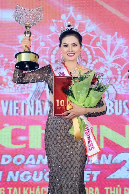 Kim Thoa bat ngo dang quang Hoa hau doanh nhan The gioi nguoi Viet 2016 - Anh 8