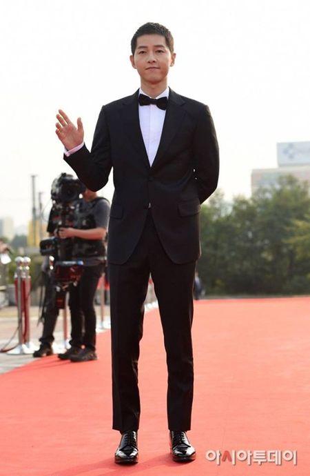 HOT: Song Joong Ki thua nhan nghi den Song Hye Kyo khi doat giai thuong lon - Anh 1