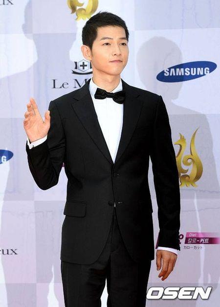 HOT: Song Joong Ki thua nhan nghi den Song Hye Kyo khi doat giai thuong lon - Anh 2