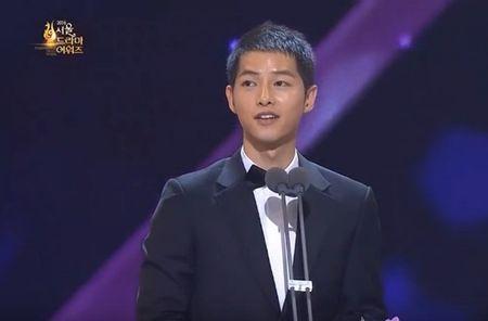 HOT: Song Joong Ki thua nhan nghi den Song Hye Kyo khi doat giai thuong lon - Anh 3