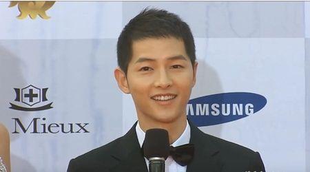 Song Joong Ki thua nhan san sang doi dau Park Bo Gum de gianh ban gai - Anh 1