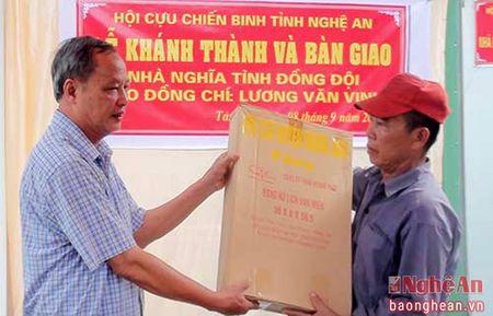 Ban giao nha nghia tinh dong doi cho Cuu chien binh o Nghia Dan - Anh 1