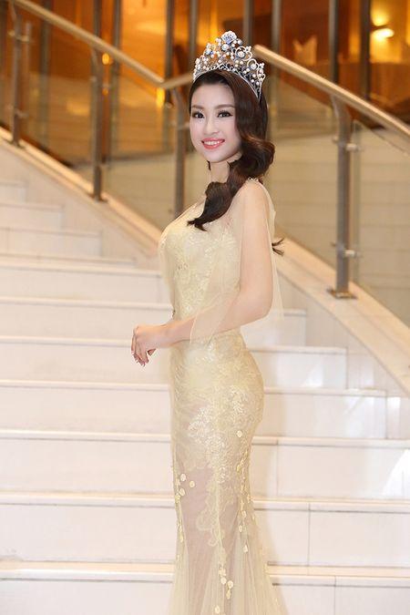 Hoa hau Do My Linh khoe nhan sac 'van nguoi me' trong lan dau di su kien - Anh 4