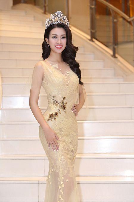 Hoa hau Do My Linh khoe nhan sac 'van nguoi me' trong lan dau di su kien - Anh 5