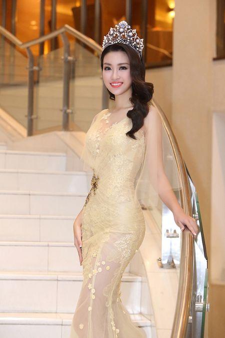 Hoa hau Do My Linh khoe nhan sac 'van nguoi me' trong lan dau di su kien - Anh 6