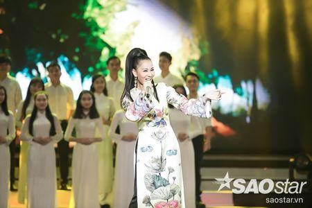 Son Tung M-TP trang tay, Vu Cat Tuong lan dau khoe hit moi toanh - Anh 1