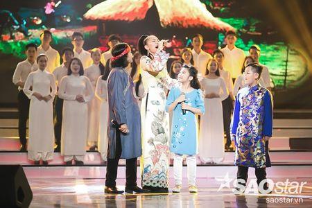Son Tung M-TP trang tay, Vu Cat Tuong lan dau khoe hit moi toanh - Anh 2