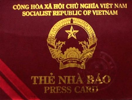 Dieu tra doi tuong nghi dung the nha bao gia qua mat CSGT - Anh 1