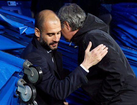 Mourinho se moi ruou Pep sau tran derby - Anh 2