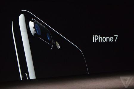 Muon mua iPhone 7 Jet Black den bong bay u? Bo them tien ra! - Anh 1