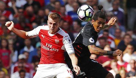Arsenal chieu mo Mustafi: Dau cham het cho Rob Holding? - Anh 1