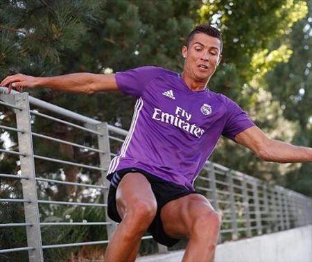 Ronaldo khang dinh se tai xuat tren san co vao cuoi tuan nay - Anh 1