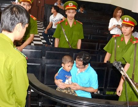 Xu phuc tham vu an 'phat hien con ruoi trong chai Number one' - Anh 1