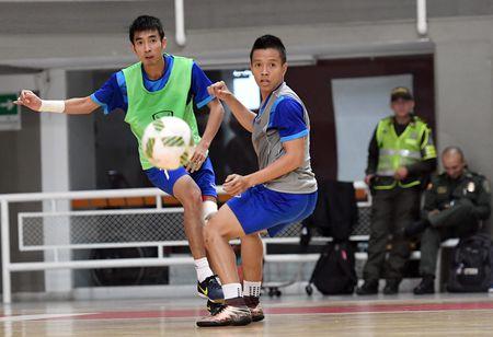Tuyen futsal Viet Nam co dau bep rieng tai Colombia - Anh 5