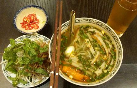 Banh canh cha tom xu Quang tren dat Ha thanh - Anh 1