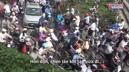 Thot tim quy co Ha thanh luon lach vuot chan tau - Anh 5
