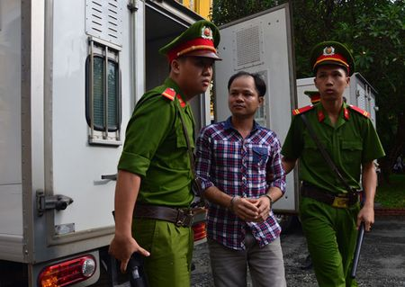 Vu 'con ruoi gia 500 trieu': Vo Van Minh den toa - Anh 1