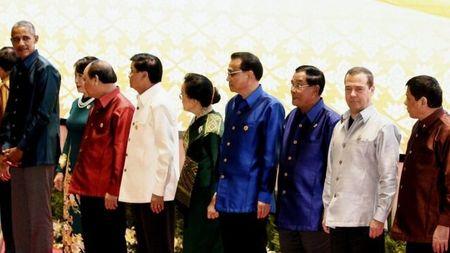 Khoanh khac kho xu giua hai Tong thong My - Philippines tai Lao - Anh 1