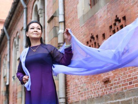 Ca si Khanh Ly: Khong co chuyen di ma cung khong co chuyen tro ve - Anh 1